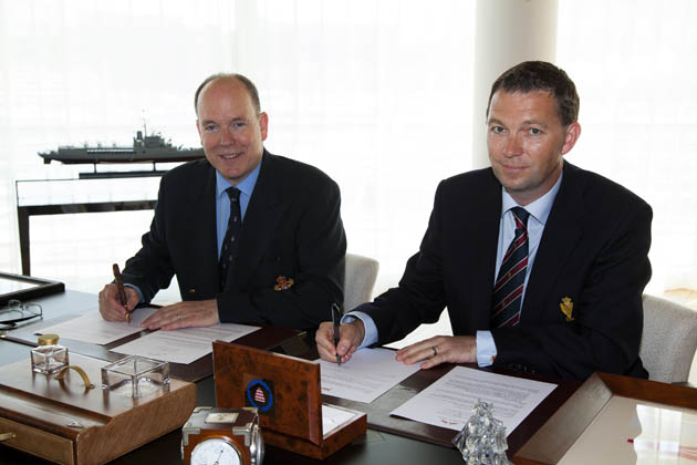 HSH Prince Albert II, President Yacht Club de Monaco and Gavin Deane, General Manager, Royal Cork Yacht Club signing the Agrement.